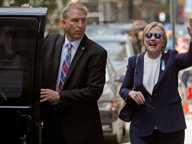 Hillary deixa a casa de Chelsea depois de passar mal em cerimônia de 11 de setembro (Foto: REUTERS/Brian Snyder)