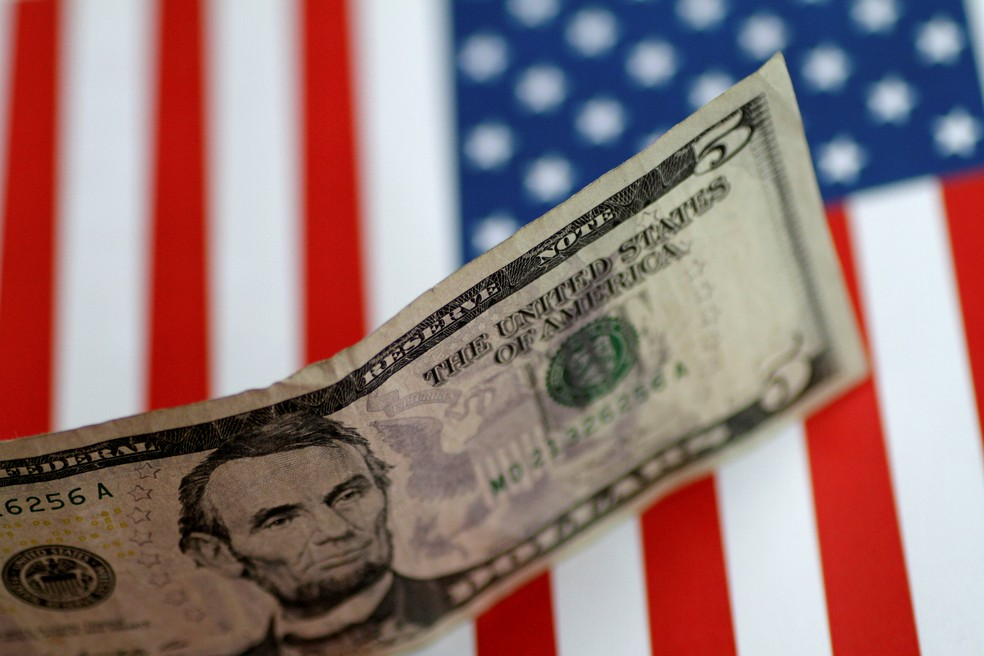 Nota de US$ 5 dólares (Foto: REUTERS/Thomas White)