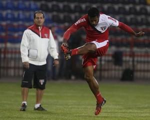 Muric durante treino no Chile (Foto: Rubens Chiri / site oficial do SPFC)