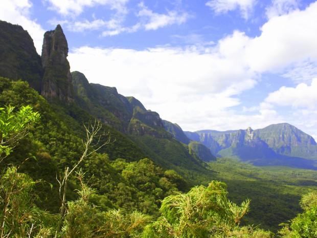 Serra do Corvo Branco tem formações de mais de 160 milhões de anos (Foto: Spry Vídeo/Divulgação)