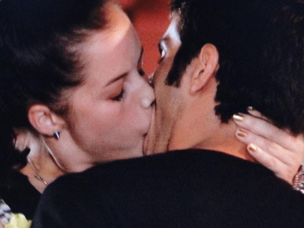 Que beijão é esse? A it-girl se entregou mesmo (Foto: Malhação / Tv Globo)