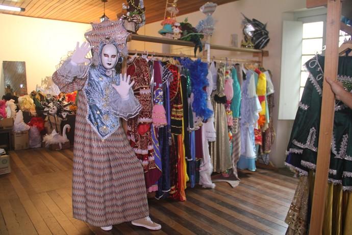 O museu da cidade guarda diversas fantasias para serem alugadas durante o Carnevale di Venezia. (Foto: Lívia Andrade/RBS TV)