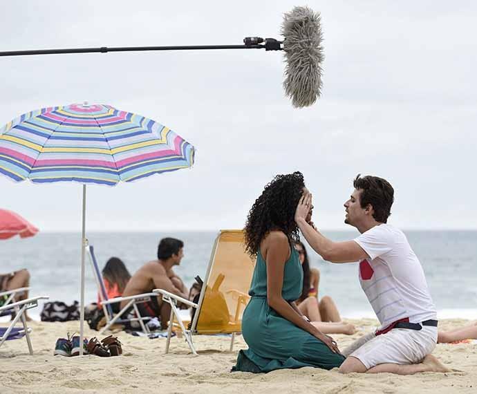 Lucy Ramos e Gil Coelho em cena como Patrícia e Lindomar (Foto: Raphael Dias/Gshow)