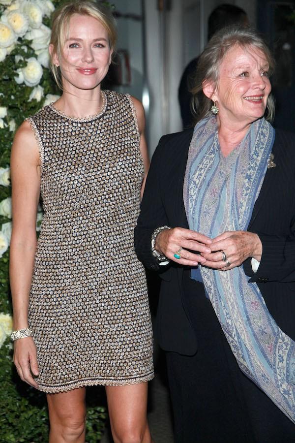 A atriz Naomi Watts com a mãe, Myfanwy Roberts (Foto: Getty Images)