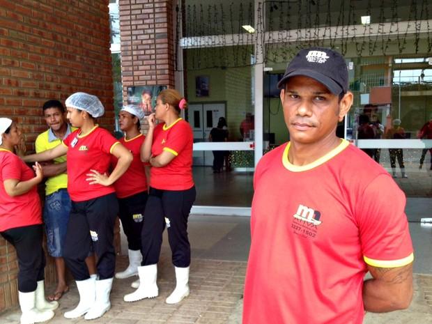 Funcionários cruzaram os braços nesta quarta-feira (16) (Foto: Daniel Scarcello/G1)