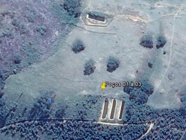 Poços escavados no interior foram flagrados por meio de imagem por satélite  (Foto: Divulgação/Polícia Militar Ambiental)