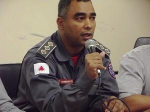 Capitão dos bombeiros disse que alguns estabelecimentos da cidade não têm projetos com normas de segurança (Foto: Michelly Oda / G1)