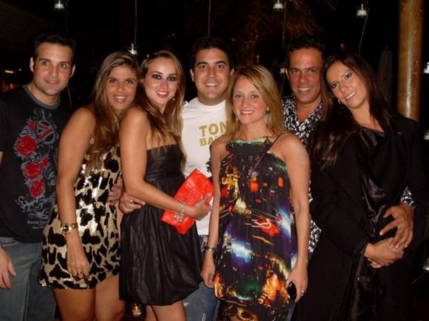 André Marques com a ex-mulher Manuela Vieira e amigos em 2008 (Foto: Reprodução EGO)
