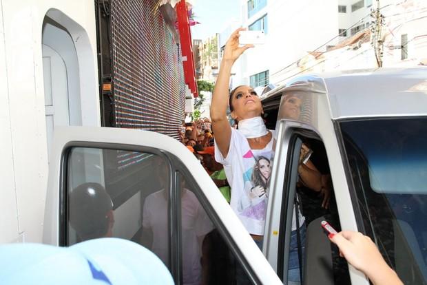Ivete Sangalo chega ao trio em Salvador (Foto: Wallace Barbosa e Dilson Silva / AgNews)
