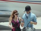 Alexandre Pato e Barbara Berlusconi desembarcam em aeroporto da Itália