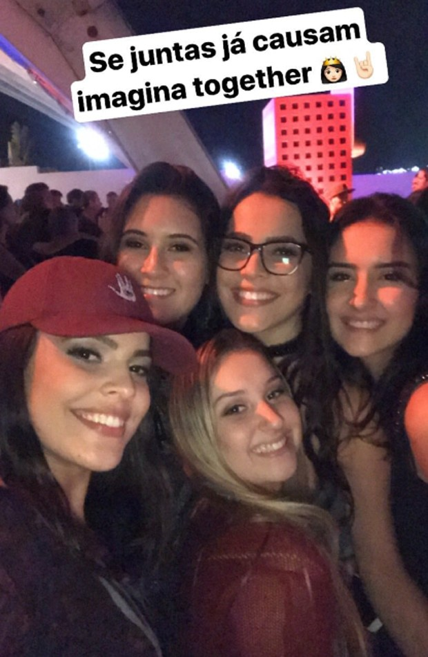 Mayla, Beatriz, Emilly, Laura e mais uma amiga curtem primeira noite de Rock in Rio (Foto: Reprodução/Instagram)