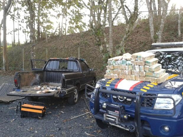 Droga foi apreendida durante abordagem no posto da PRF em Registro (Foto: Polícia Rodoviária Federal/Registro)
