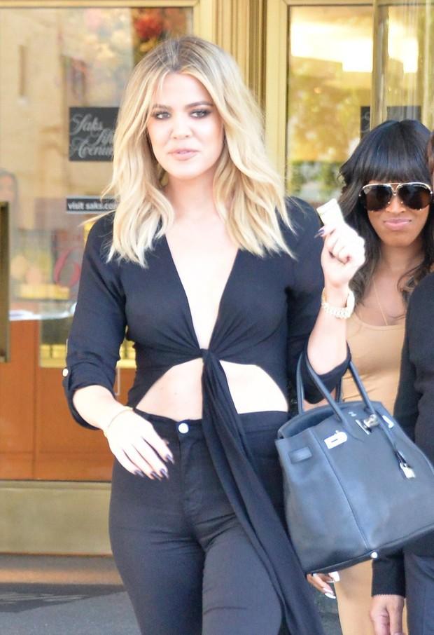 X17 - Khloe Kardashian faz compras em Los Angeles, nos Estados Unidos (Foto: X17online/ Agência)