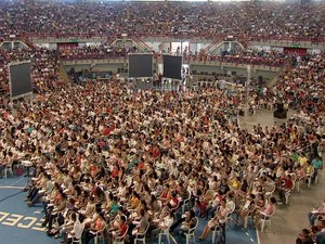 Cerca de 10 mil alunos lotaram o Paulo Sarasate para o programa Academia Enem (Foto: TV Verdes Mares/Reprodução)