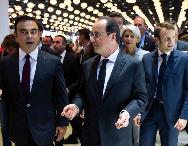 ele e o presidente francês, françois hollande, um dos muitos que estão na galeria de fotos da sala do executivo, em tóquio (Foto: Divulgação)