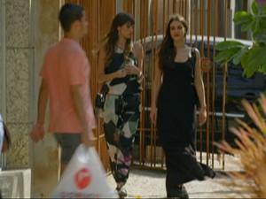 Giselle e Falvinha vão às Compras (Foto: Em Familia/TVGlobo)