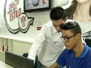 Lojas estão com vagas abertas para atendentes (Foto:  Reprodução/TV Rio Sul)