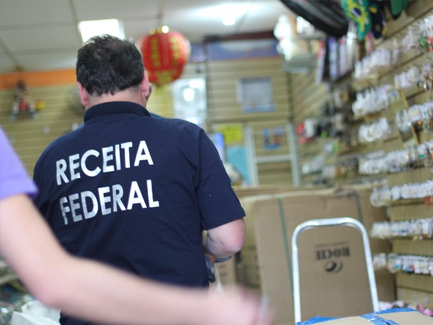 Receita Federal apreendeu produtos em sete estabelecimentos da cidade (Foto: Jéssica Balbino/ G1)