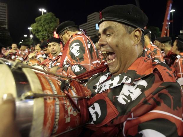 Integrantes da bateria do Salgueiro (Foto: Sergio Moraes/Reuters)