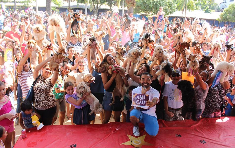 Apresentador do Paneiro, Oyama Filho, conduziu a programação do evento (Foto: Katiúscia Monteiro/ Rede Amazônica)