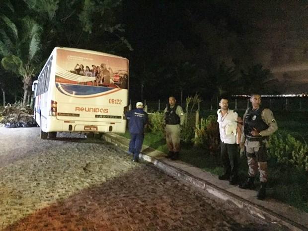 Polícia Militar realizou buscas para localizar o 'motorista', mas até o início da segunda-feira ele não tinha sido preso (Foto: Walter Paparazzo/G1)