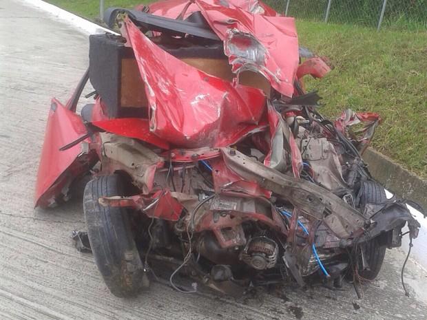 Carro bateu de frente com caminhão em Mafra (Foto: Polícia Militar Rodoviária/ Divulgação)