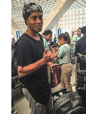 Ronaldinho viaja para Vegas