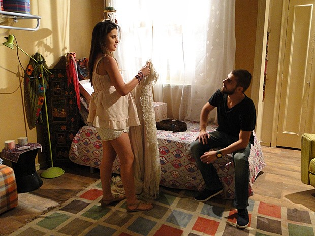 Cristal tira onda de malandra para Tomás (Foto: Malhação / TV Globo)