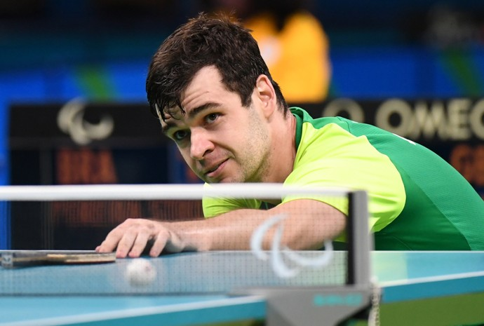 Mesatenista Israel Stroh, na final da Paralimpíada (Foto: André Durão)