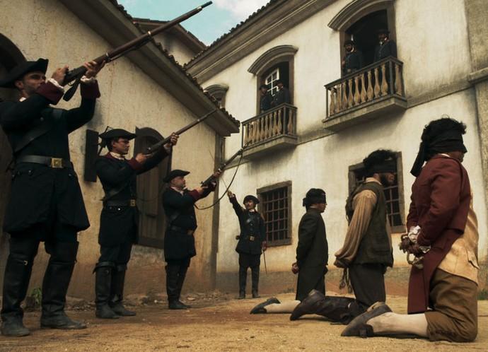 Carrascos do enforcamento são condenados à morte por Rubião (Foto: TV Globo)