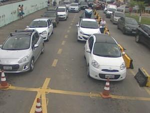 Motoristas enfrentam lentidão na travessia da balsa em São Sebastião (Foto: Reprodução/ Dersa)