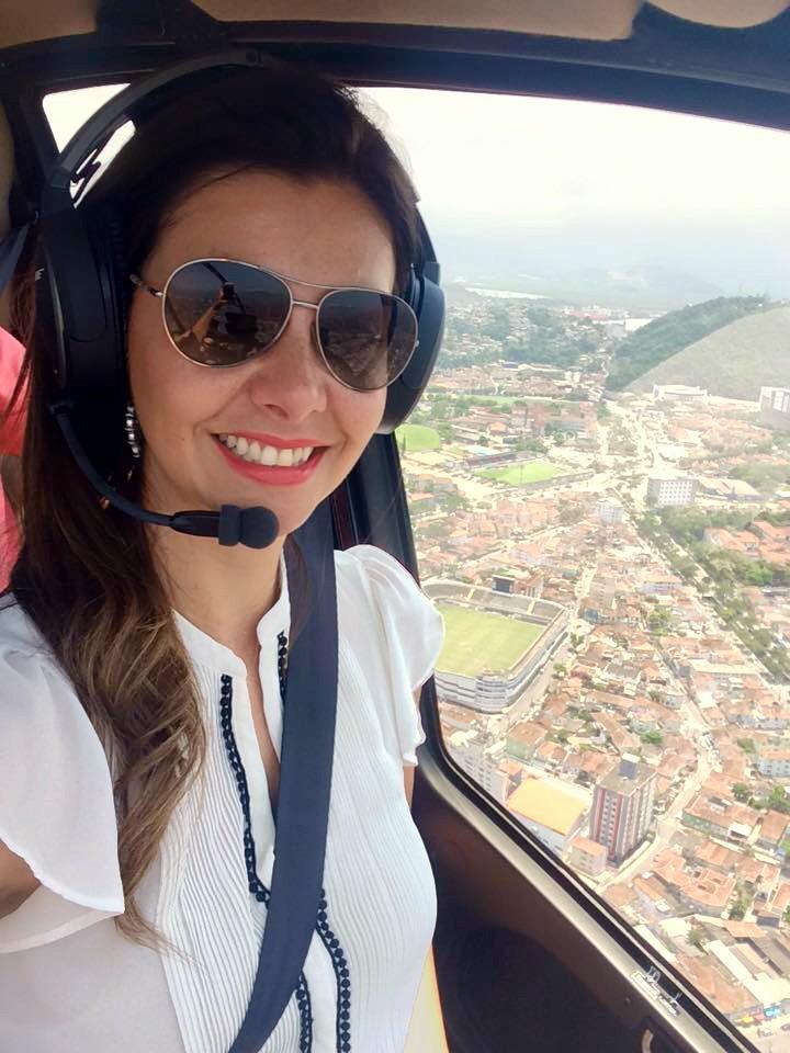 Tatyana Jorge na cobertura com imagens aéreas para o JT1 (Foto: Arquivo Pessoal)