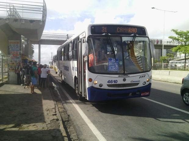 Nesta segunda, ônibus voltaram a circular normalmente em Natal (Foto: Julianne Barreto/Inter TV Cabugi)