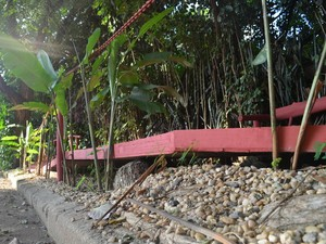 Em desnível, restaurador colocou corrimões - Piracicaba (Foto: Thomaz Fernandes/G1)