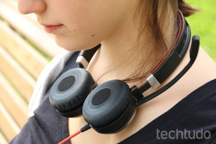 Será que é seguro usar os fones de ouvido (Foto: Lucas Mendes/TechTudo)