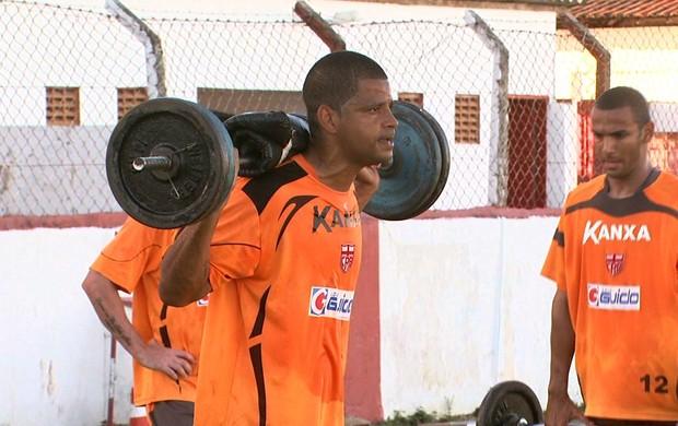 Goleiro está treinando forte com os companheiros (Foto: Reprodução/TV Gazeta)