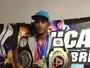 Catador de lixo adota trabalho como treino para fazer carreira no MMA