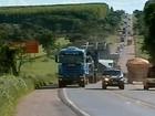 Carreta de 97 metros e 412 toneladas volta a trafegar pela BR-153, em Goiás