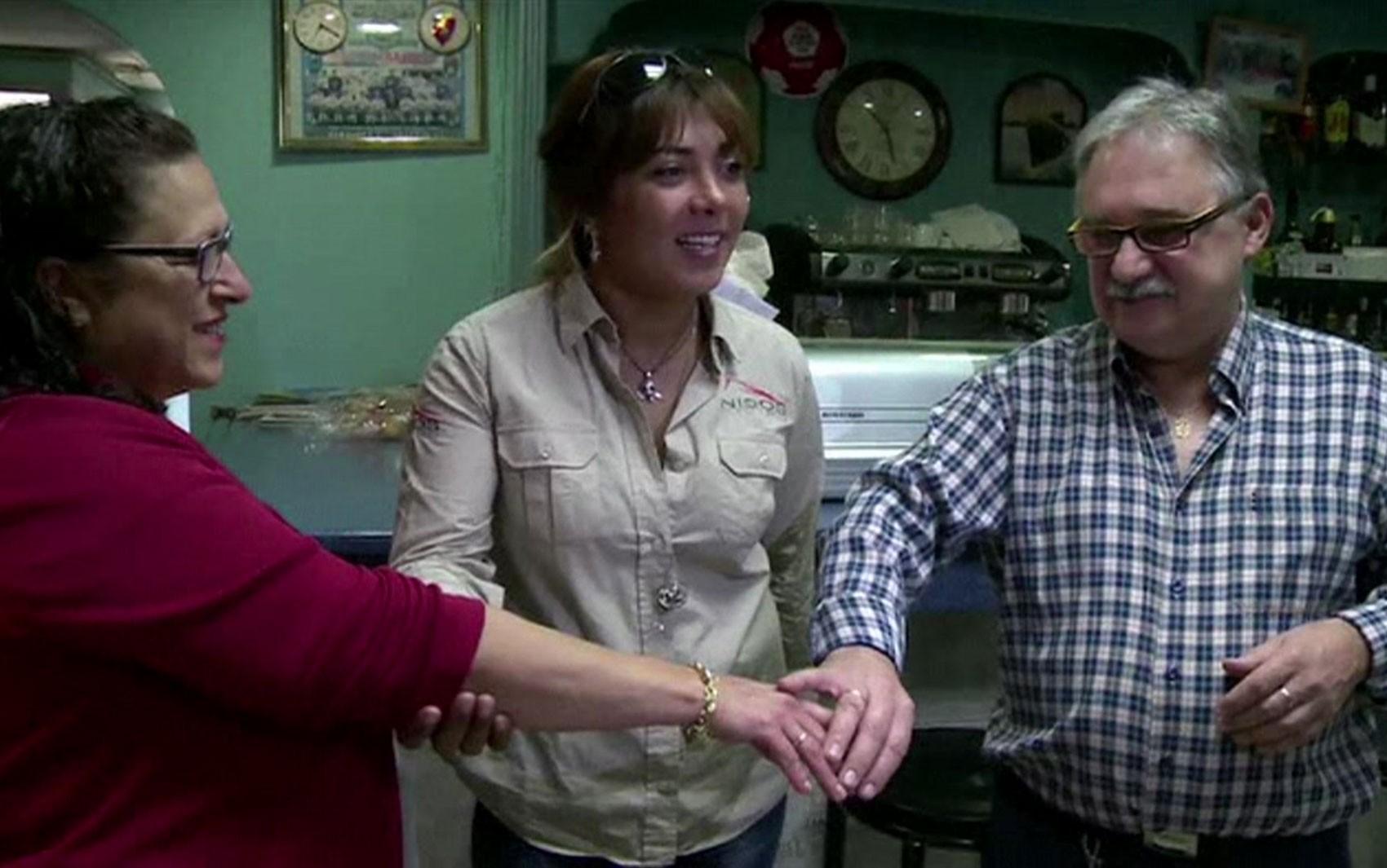 Aliança encontrada no mar e postada no Facebook é devolvida ao dono depois de 37 anos (Foto: Reprodução/BBC)