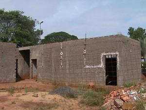Administração de Italiano atestou que 76,6% da construção da UPA estava concluída (Foto: Reprodução/EPTV)