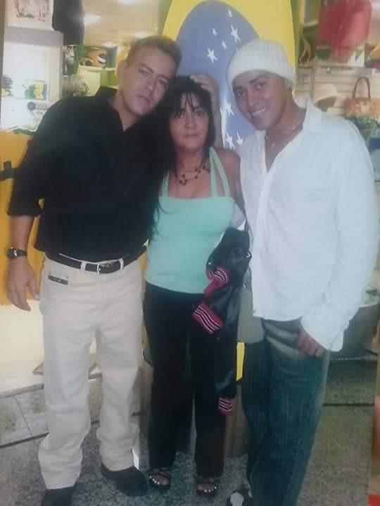 Aqui, em 2006, como Bruno, ao lado dos irmãos, Nei e Tania (Foto: Arquivo pessoal)