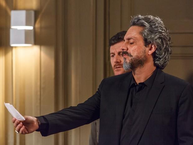 'Mas que armação é essa dele e do Silviano?', pergunta Zé (Foto: Artur Meninea/ Gshow)