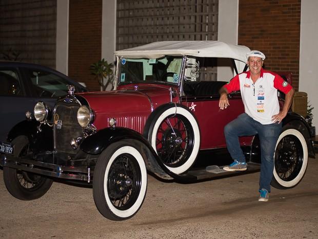 Johnny Walker exibe com orgulho seu carro original fabricado em 1929 (Foto: Érico Andrade/G1)