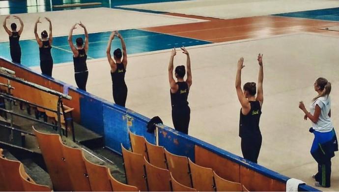 Meninas têm aulas de balé todos os dias (Foto: Divulgação)