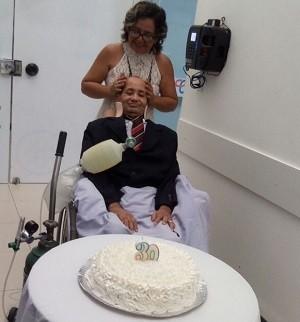 Celebração teve bolo e troca de alianças (Foto: Arquivo Pessoal)
