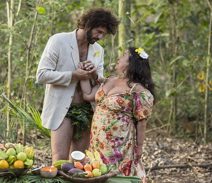 Teodora fica boquiaberta com pedido (Foto: Felipe Monteiro/Gshow)