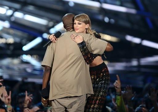 Pazes? Seis anos aps o episdio, Taylor entregou um prmio a Kanye (Foto: Matt Sayles/AP)