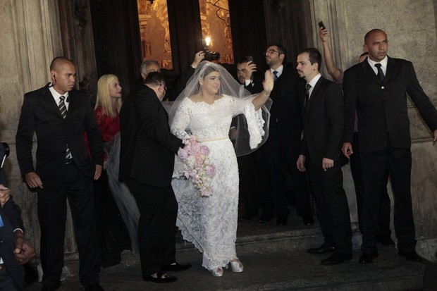 Preta Gil chegando na igreja (Foto: Isac Luz / EGO)