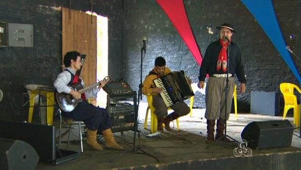 Grupos de canto e poesia se apresentaram durante o festival (Foto: Amazônia TV)