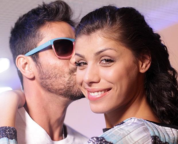 Diego e Fran trocam carinho nos bastidores da Maratona BBB (Foto: Dafne Bastos/TV Globo)